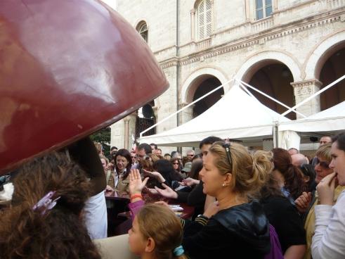 Chocolate-frenzied Italians rush toward free samples