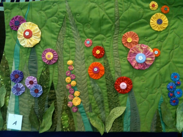 Green background quilt at Somers Quilt Show 2012
